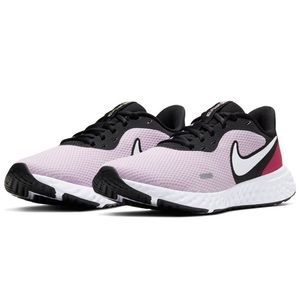 NIKE Woman's Revolution 5 Running Sneakers Size 7